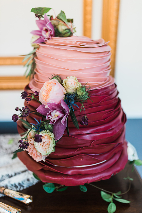 pink and red ruffle cake @weddingchicks