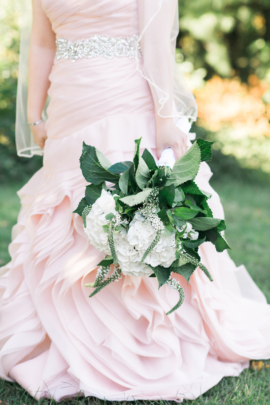 pink dress and bouquet @weddingchicks