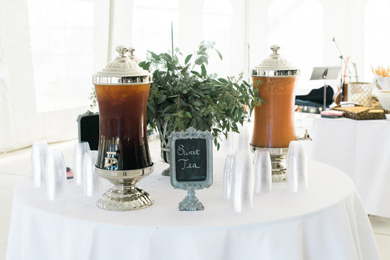 sweet tea station @weddingchicks