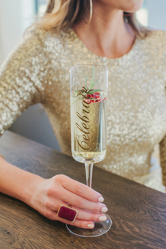 Holiday Pomegranate Champagne Cocktail @weddingchicks