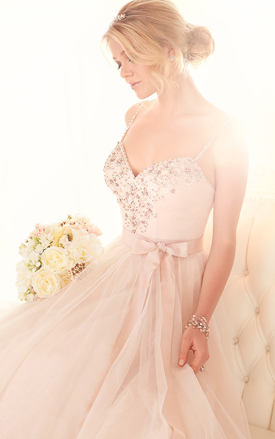 rose gold wedding gown @weddingchicks