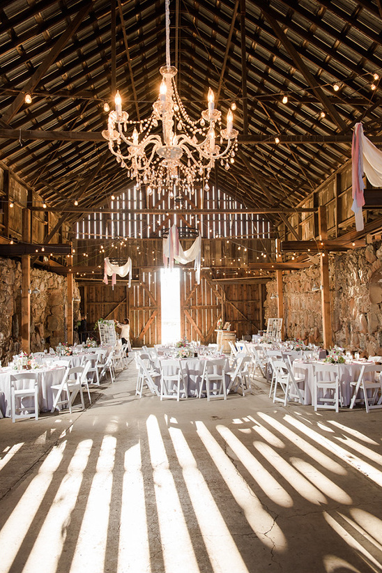 barn wedding venue @weddingchicks