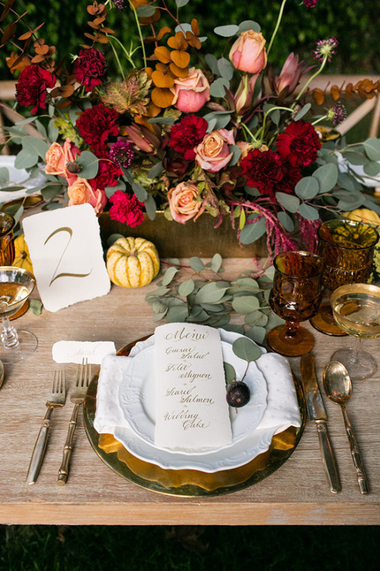 red and gold fall wedding table @weddingchicks
