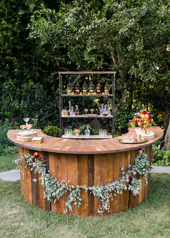 outdoor wedding bar idea @weddingchicks