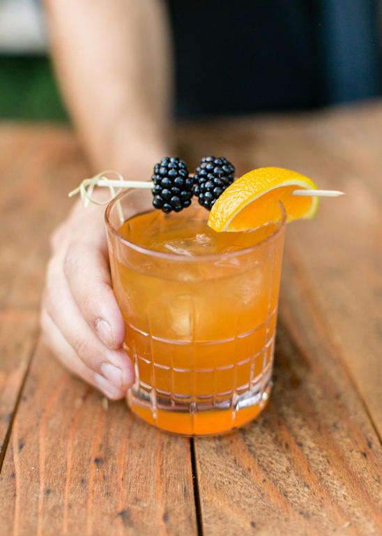 orange and blackberry cocktail @weddingchicks