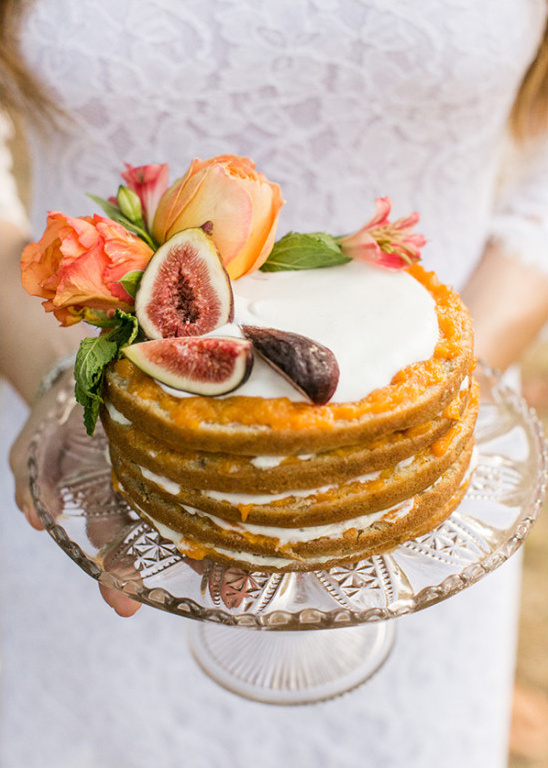 fruit layer wedding cake @weddingchicks