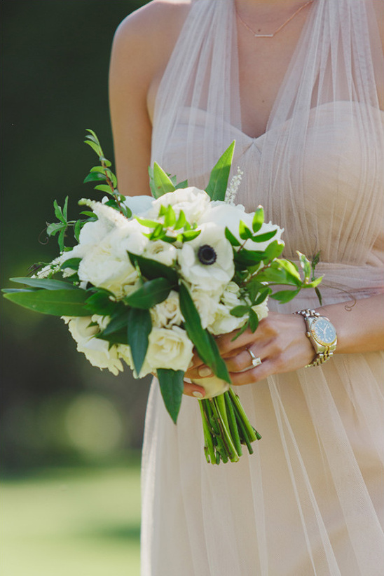 white bridesmaid bouquet @weddingchicks