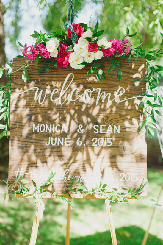 wedding welcome sign with flowers @weddingchicks