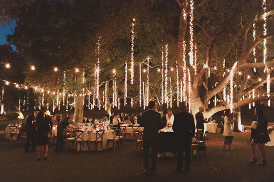 outdoor wedding lighting idea @weddingchicks