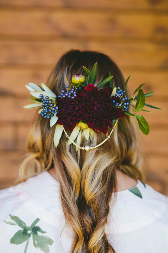 floral wedding hair idea @weddingchicks