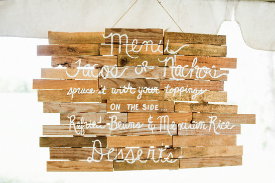 wooden menu @weddingchicks