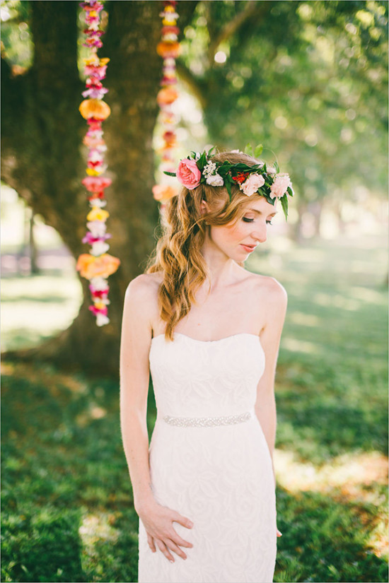 bridal floral crown look @weddingchicks