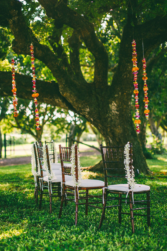 Hawaiian outdoor ceremony details @weddingchicks