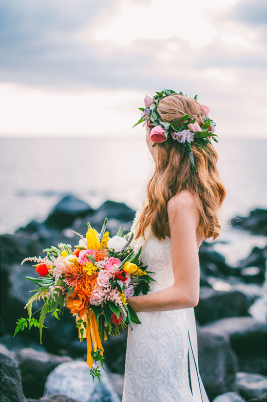 tropical wedding bouquet @weddingchicks