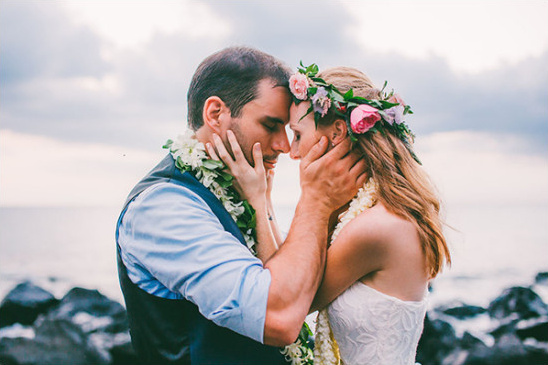 Hawaiian wedding photography @weddingchicks
