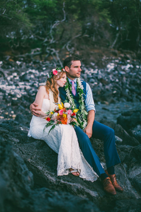 Hawaiian wedding photo ideas @weddingchicks
