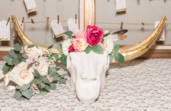 bull skull decor @weddingchicks