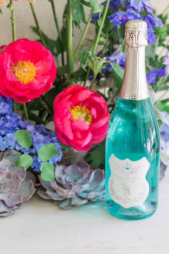 Blanc de Bleu - sparkling blue wine @weddingchicks