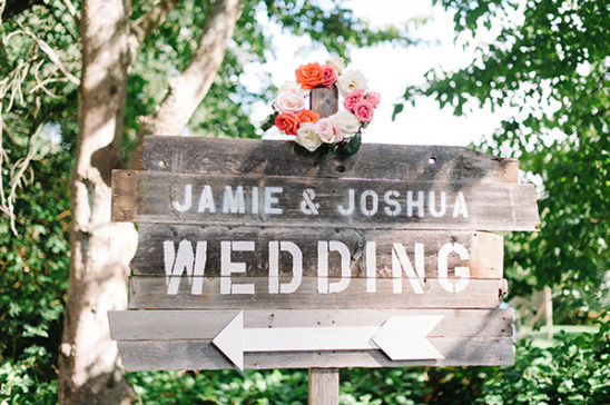cute wood wedding sign @weddingchicks