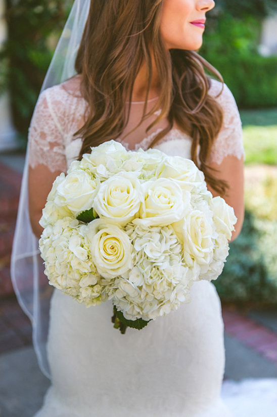 rose and hydrangea wedding bouquet @weddingchicks
