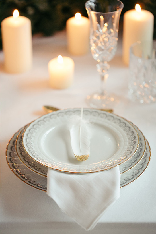 gold accent table placesetting @weddingchicks