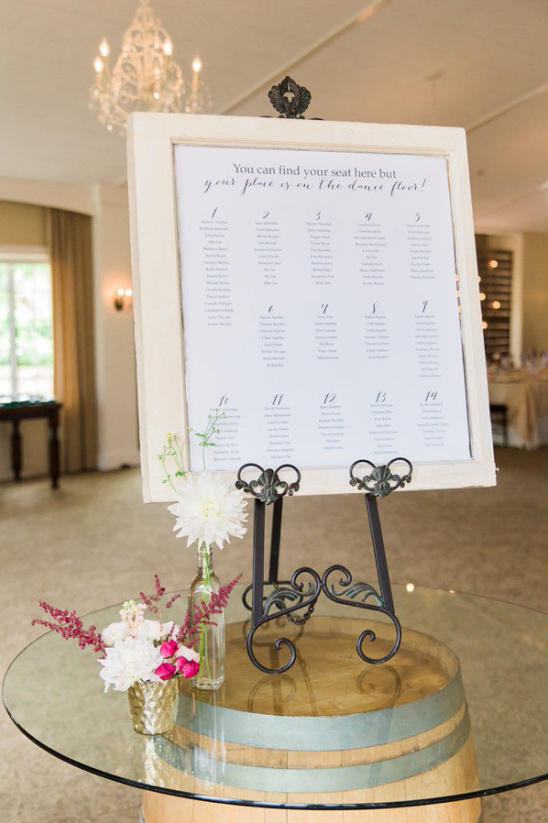 seating assignment sign @weddingchicks