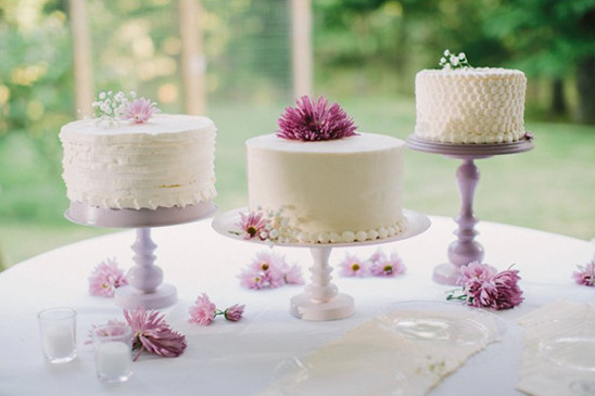 simple wedding cakes @weddingchicks