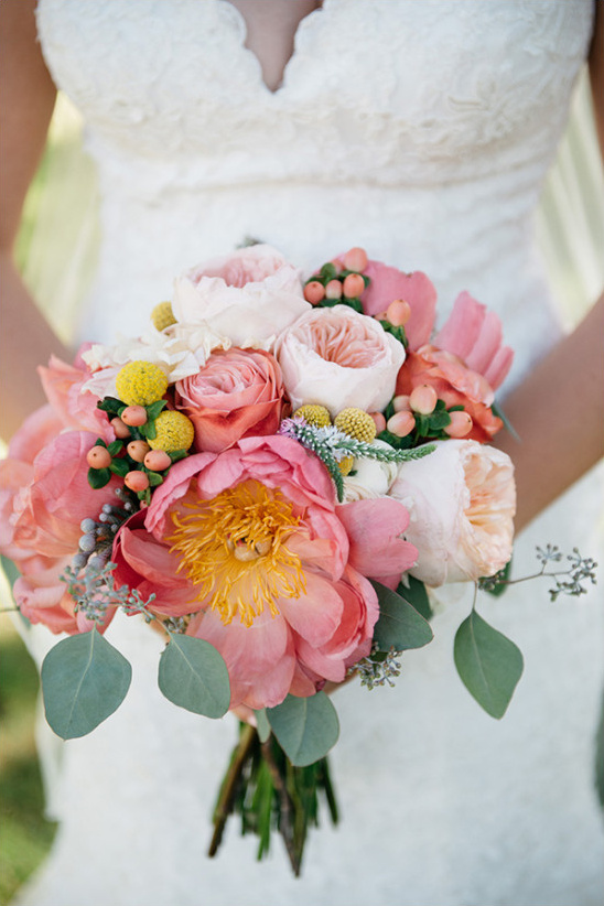 pink and peach bouquet @weddingchicks