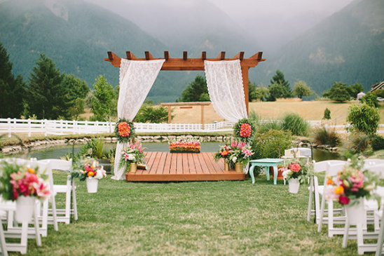 lace and flower wedding ceremony @weddingchicks