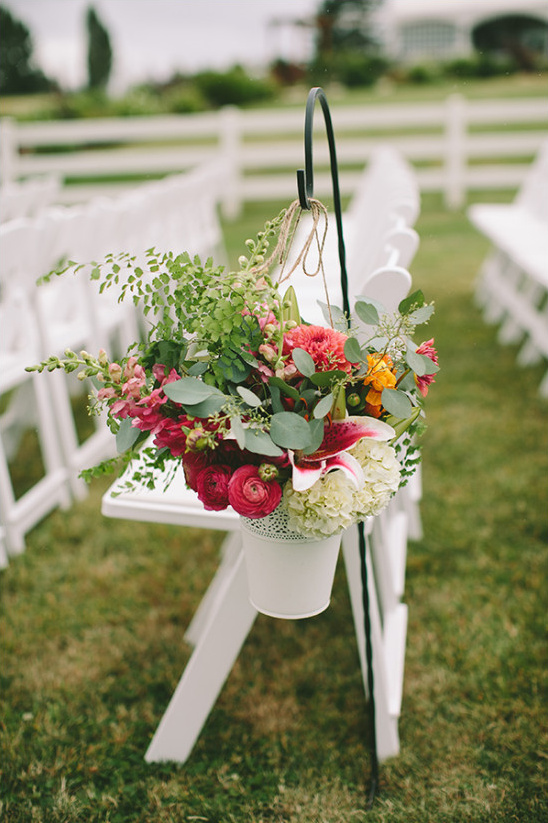 wedding ceremony flower decor @weddingchicks