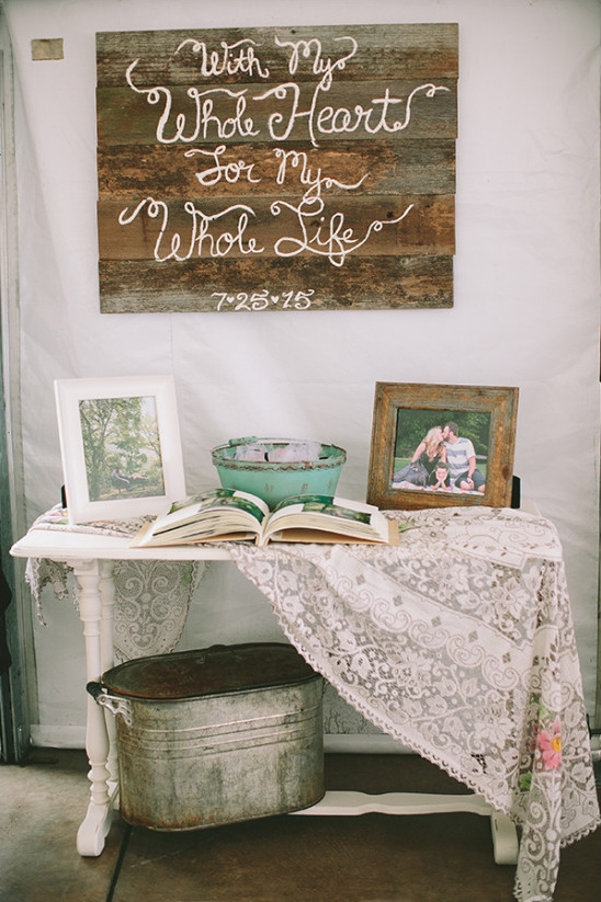 photo book table @weddingchicks