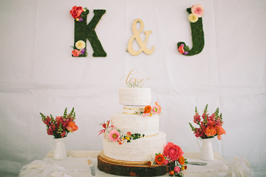 flower embellished white wedding cake @weddingchicks