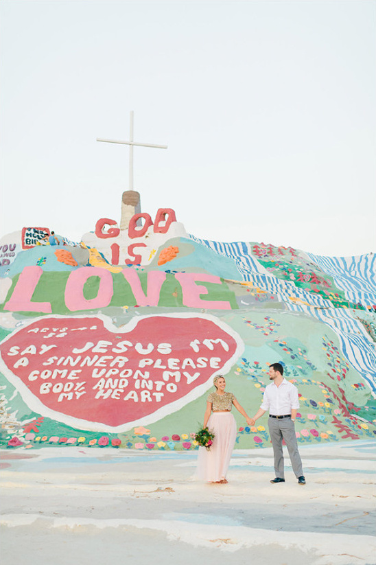 colorful desert elopement venue @weddingchicks
