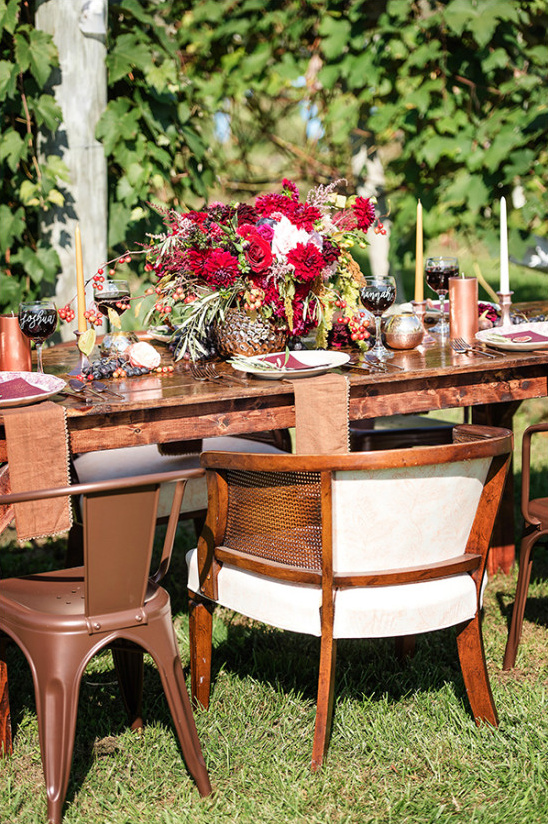 outdoor vineyard wedding reception @weddingchicks