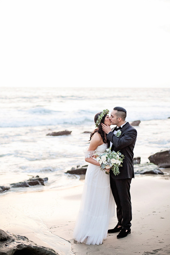 beach wedding photography @weddingchicks