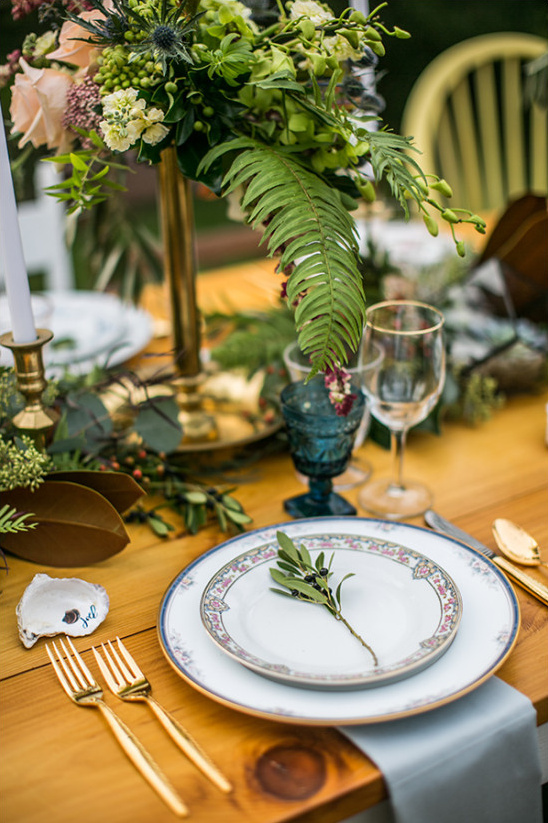 green table setting @weddingchicks