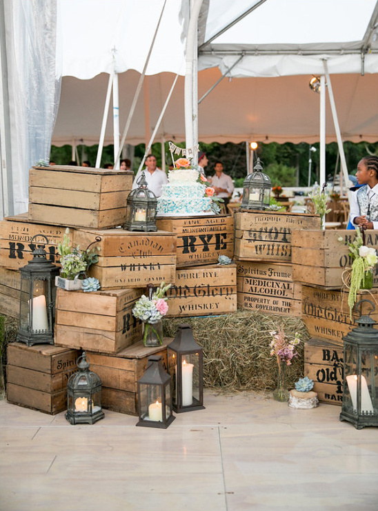 rustic cake stand @weddingchicks