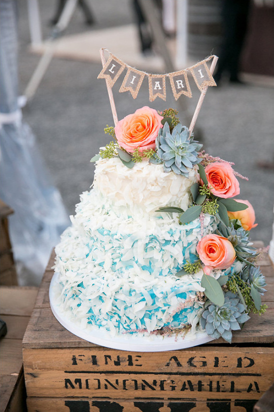 blue and white wedding cake @weddingchicks
