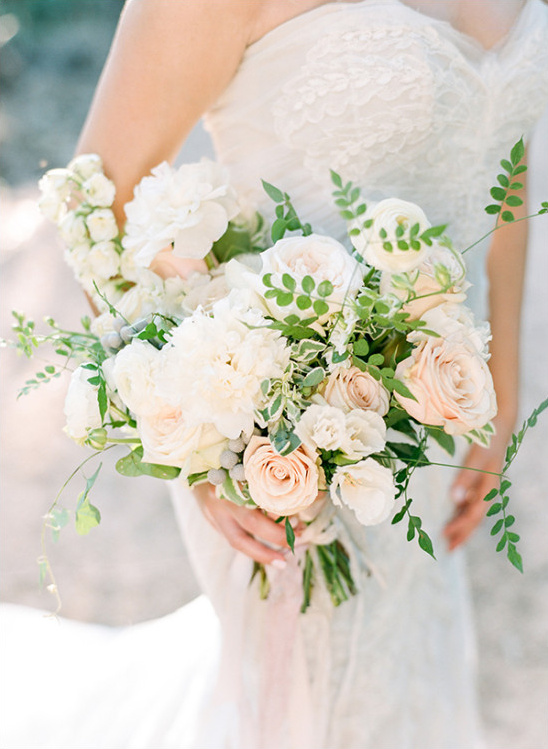 soft blush wedding bouquet @weddingchicks