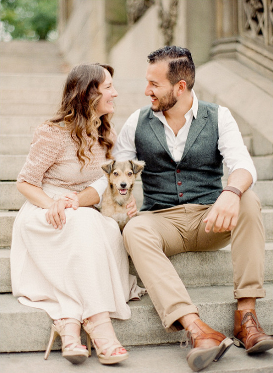 cute engagement picture with puppy @weddingchicks