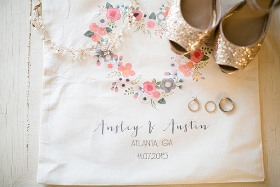 custom wedding tote @weddingchicks