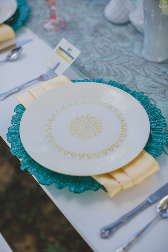 blue and yellow place settings @weddingchicks