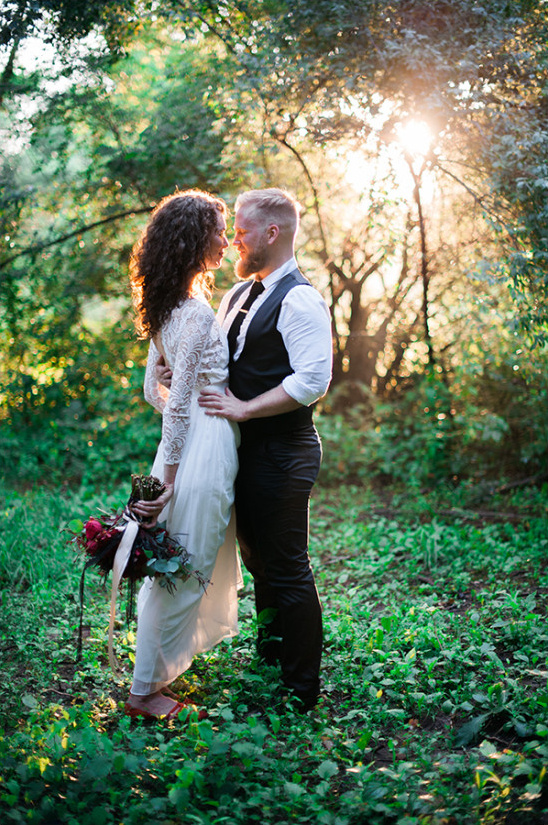 unique woodland wedding @weddingchicks