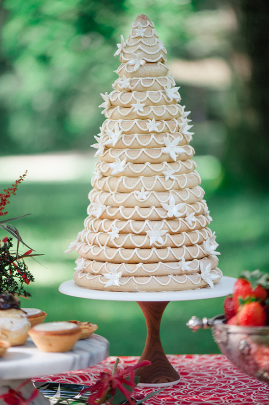 kransekage norwegian wedding cake @weddingchicks