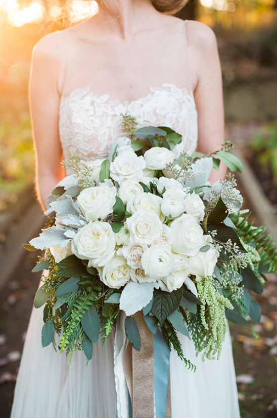 organic white bouquet @weddingchicks