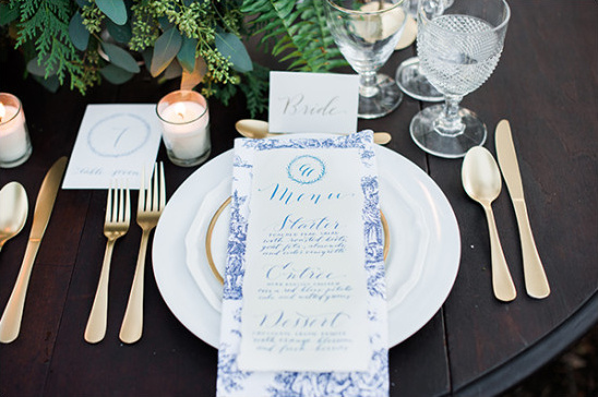 blue and white place settings @weddingchicks
