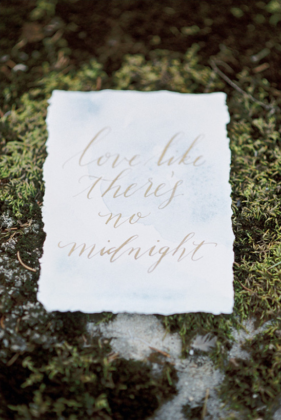 love like there's no midnight sign @weddingchicks