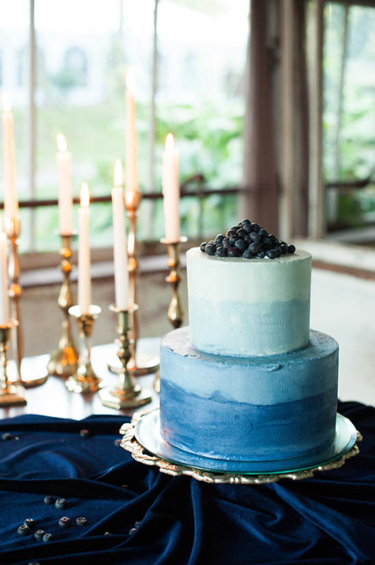 blue watercolor wedding cake @weddingchicks