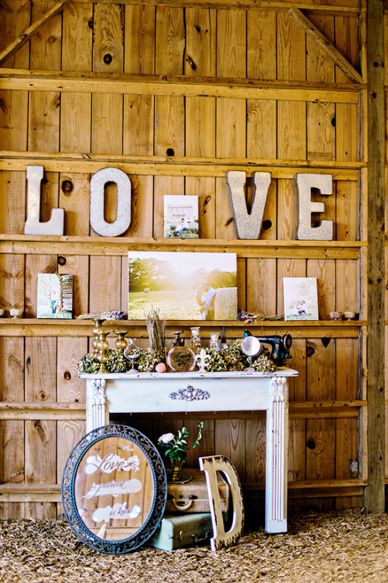 beautiful barn wedding decor @weddingchicks