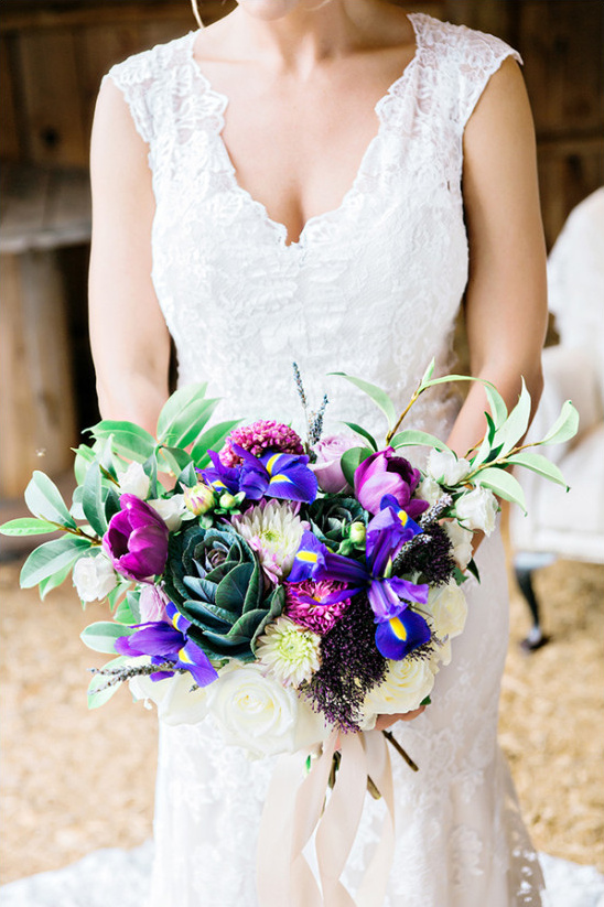 deep purple wedding bouquet @weddingchicks